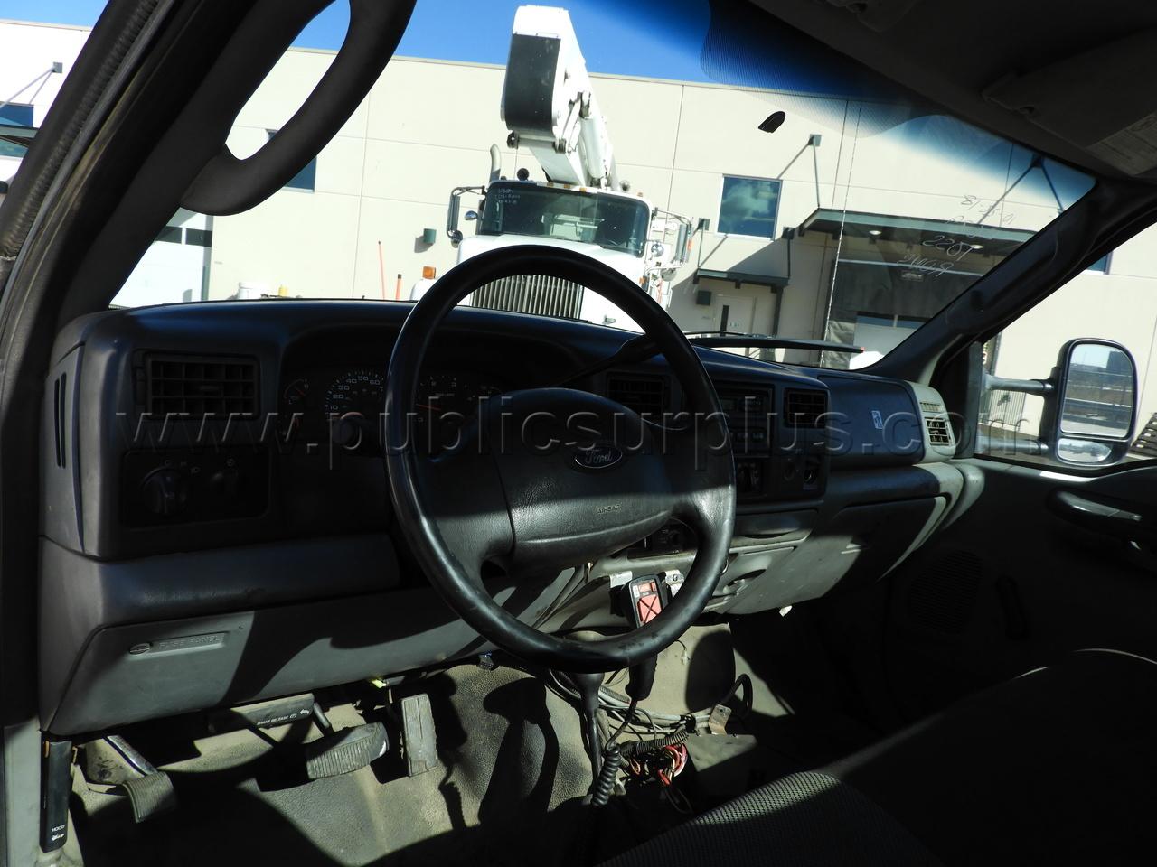#2220541 - 2004 Ford F-550 XL SD Regular Cab & Chasis DRW 4x4 W/Plow & Sander